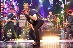 coldplay-chris-martin-2015-amas-billboard-650