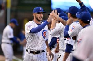 Chicago-Cubs-Kris-Bryant-leaves-with-ankle-injury